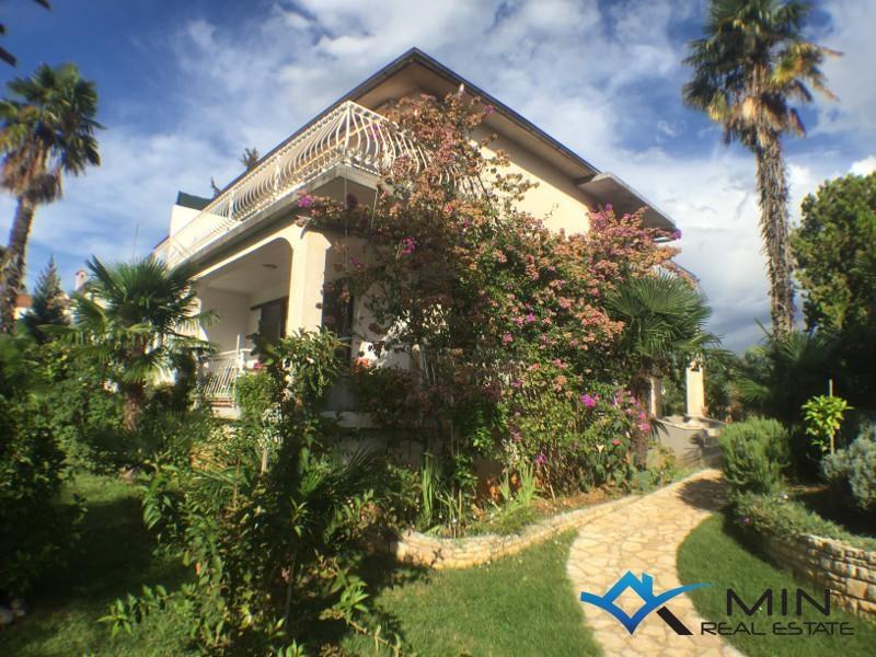 Haus mit garten  Haus mit Garten - San Lorenzo (00420) | MIN Immobilienagentur in ...