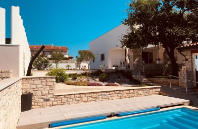 Beautiful house with pool in Novigrad