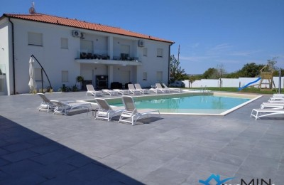Spacious house with 6 apartments near Pula