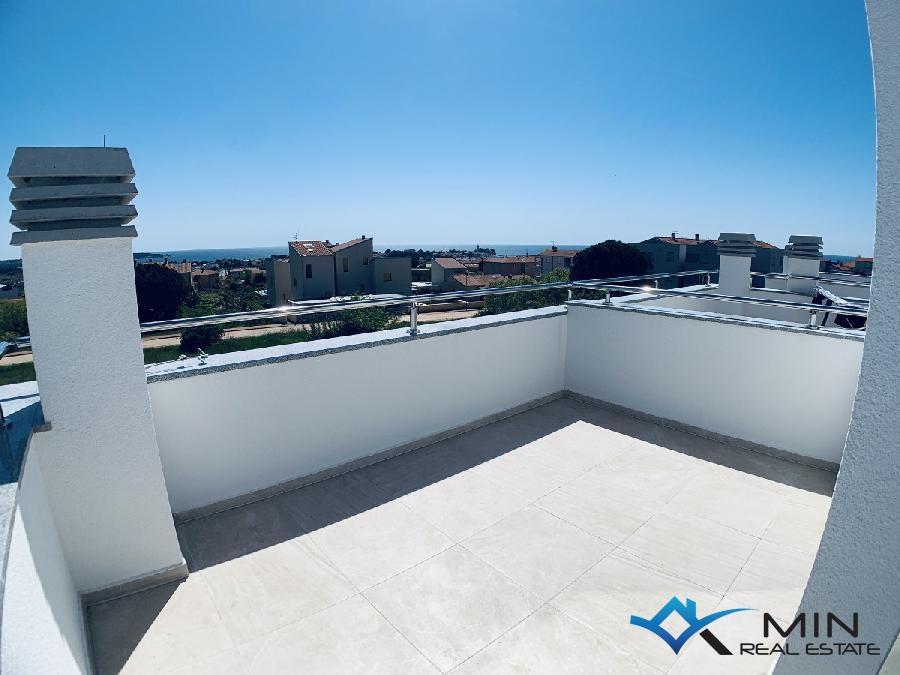 Appartamento Con Terrazza Sul Tetto E Vista Sul Mare 00744