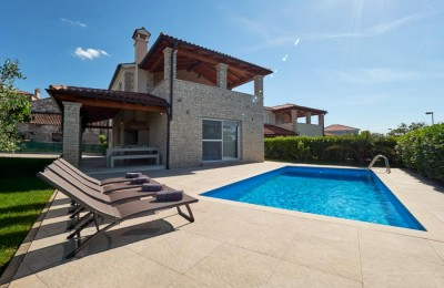 Semi-detached house with pool in Novigrad